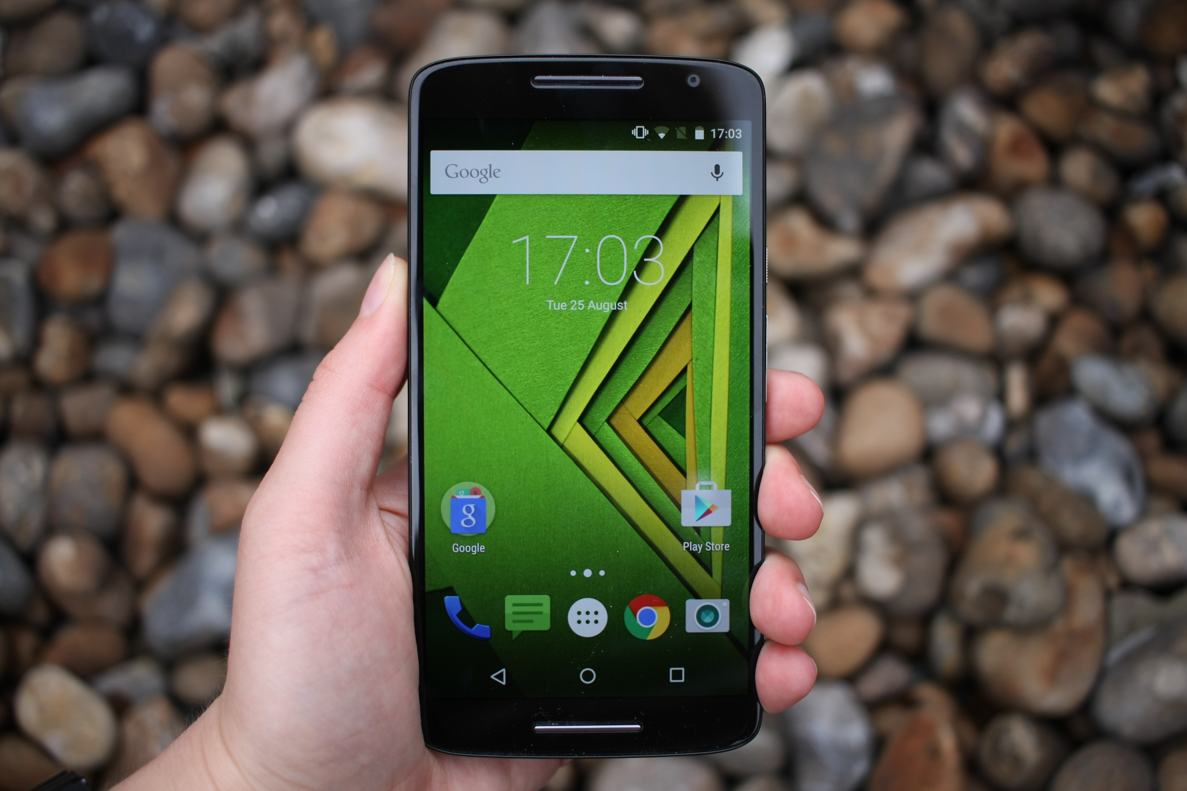 Moto z moto z play now available in india price specifications and - Moto X Play In Hand