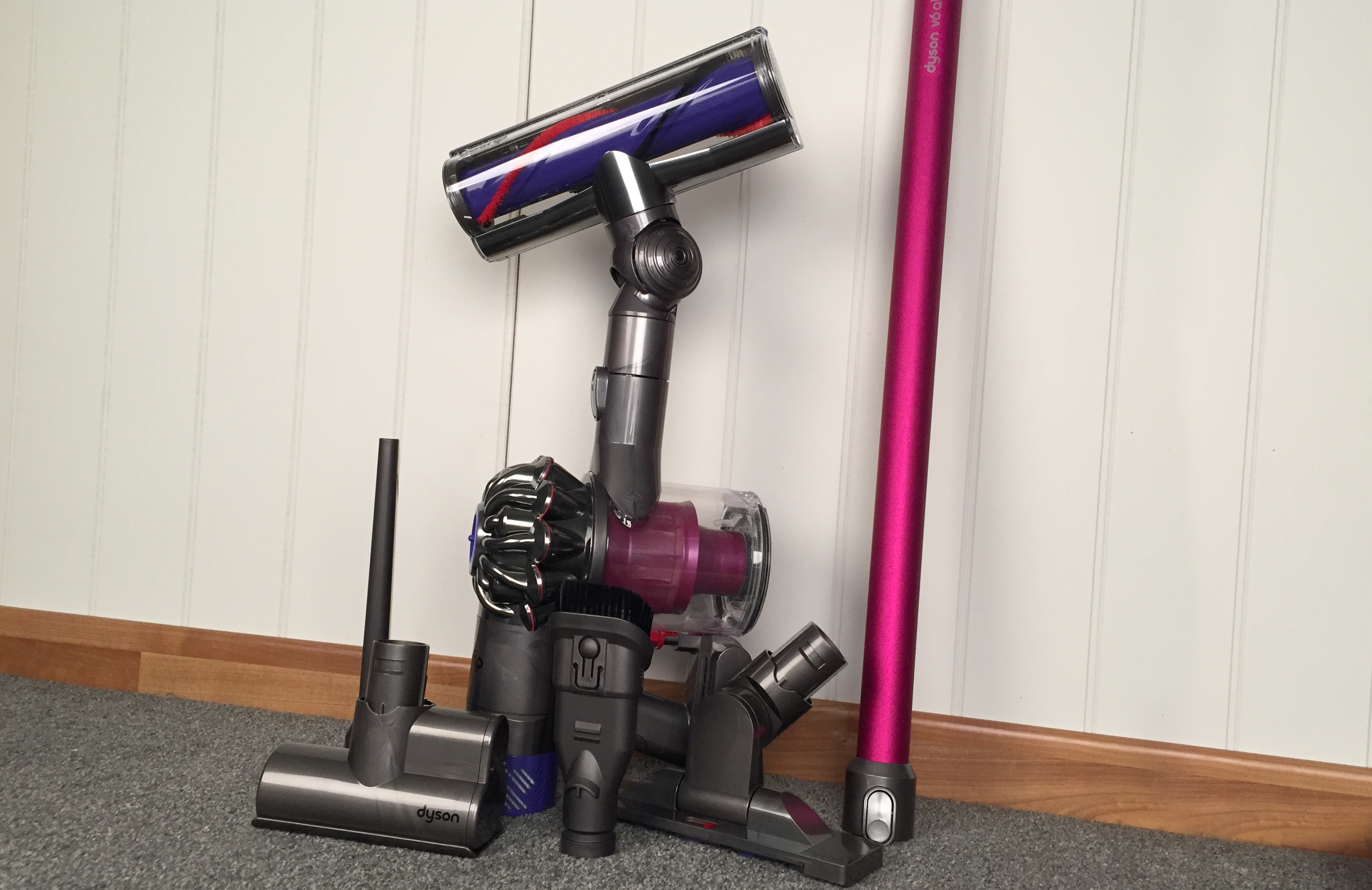 dyson v6 avis aspirateur balai dyson v nouveau fluffy guide duachat test et avis with dyson v6. Black Bedroom Furniture Sets. Home Design Ideas