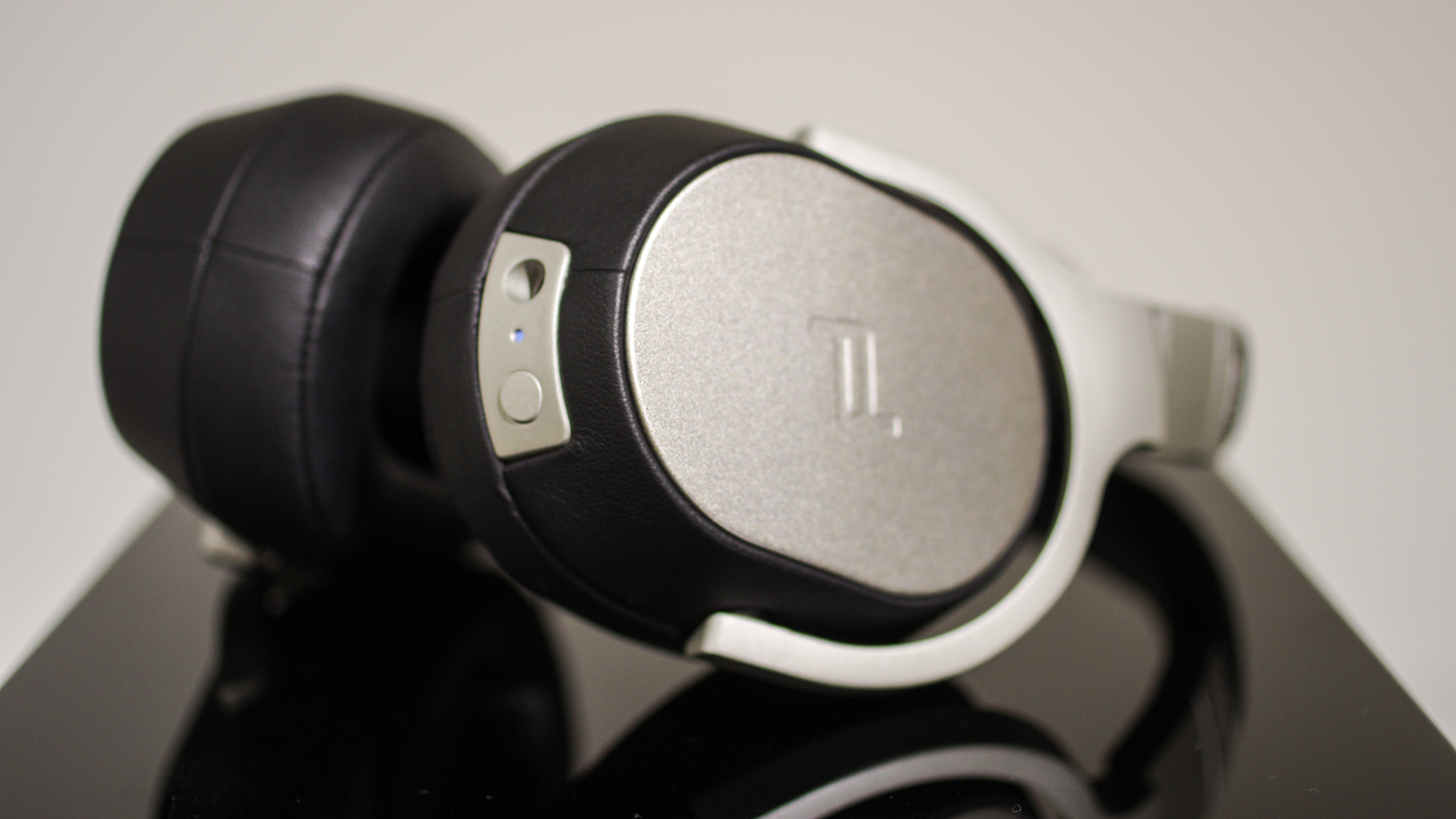 kef porsche design. the space one\u0027s killer feature, however, isn\u0027t design or comfort, but active noise cancellation. in addition to a pair of 40mm neodymium magnet drivers, kef porsche