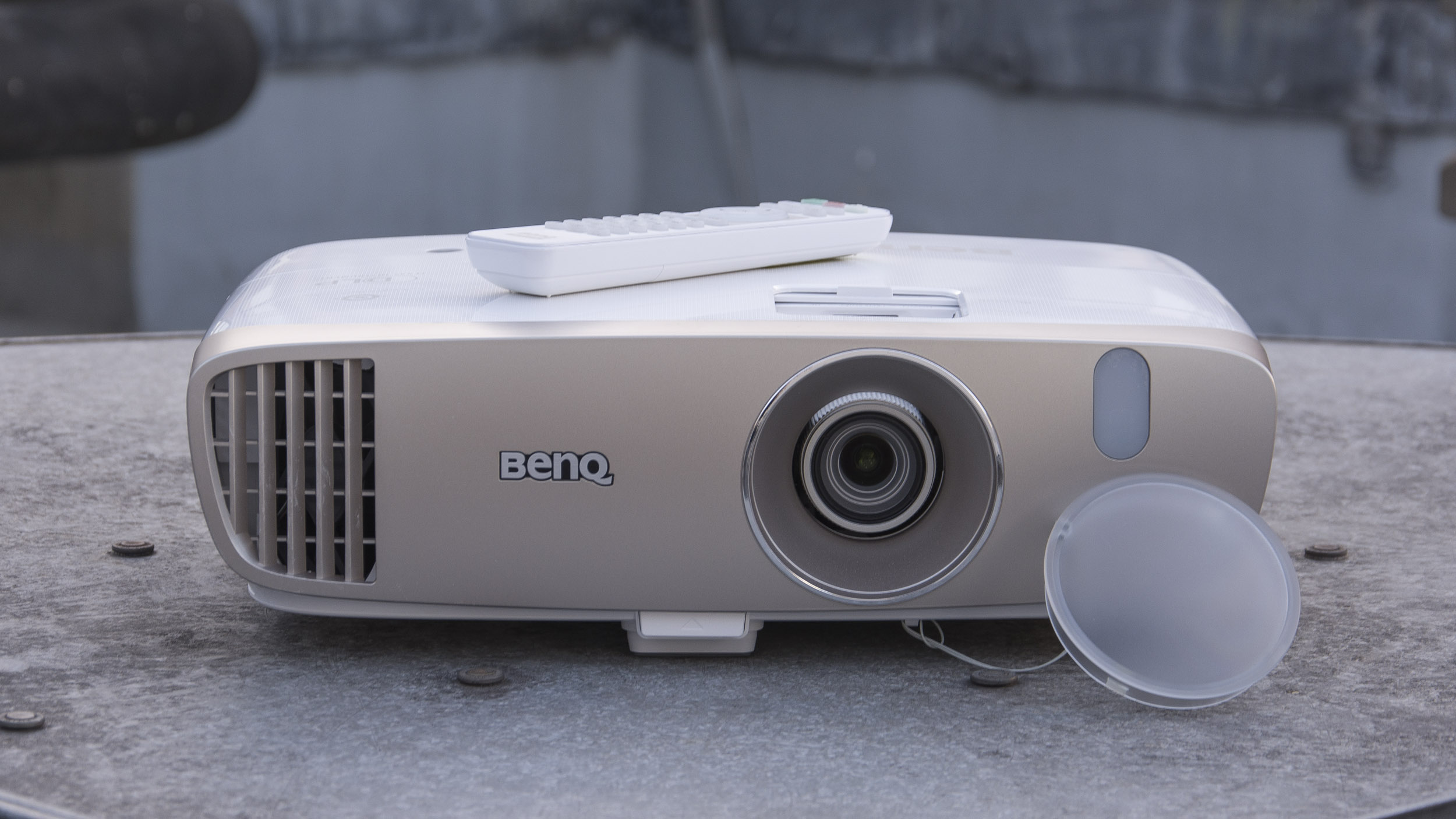 Hook up soundbar to projector