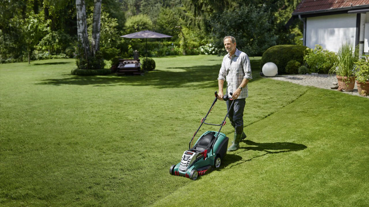 Best lawn mower 2018 the best electric cordless petrol for Lawn mower cutting grass