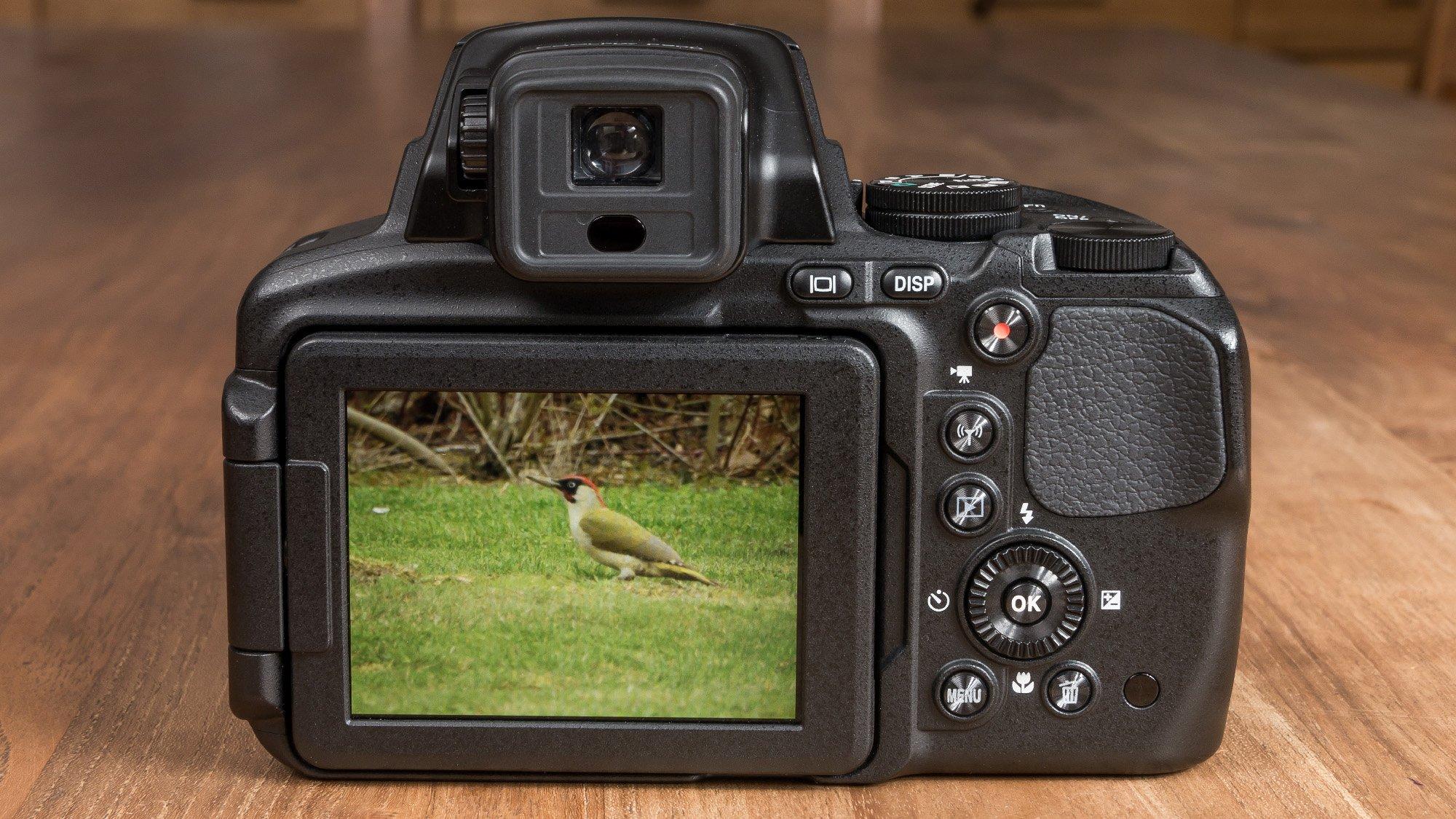 Nikon P900 back