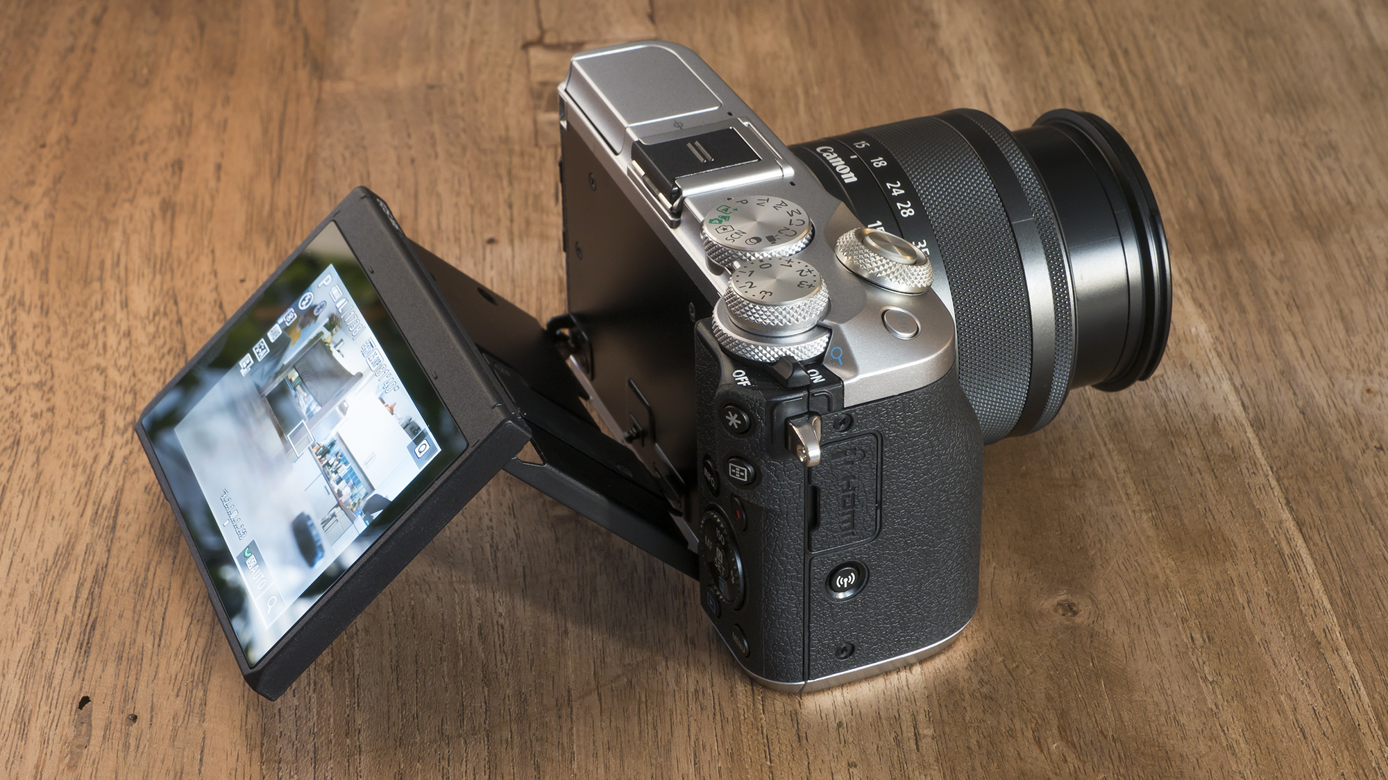 Canon EOS M6 LCD