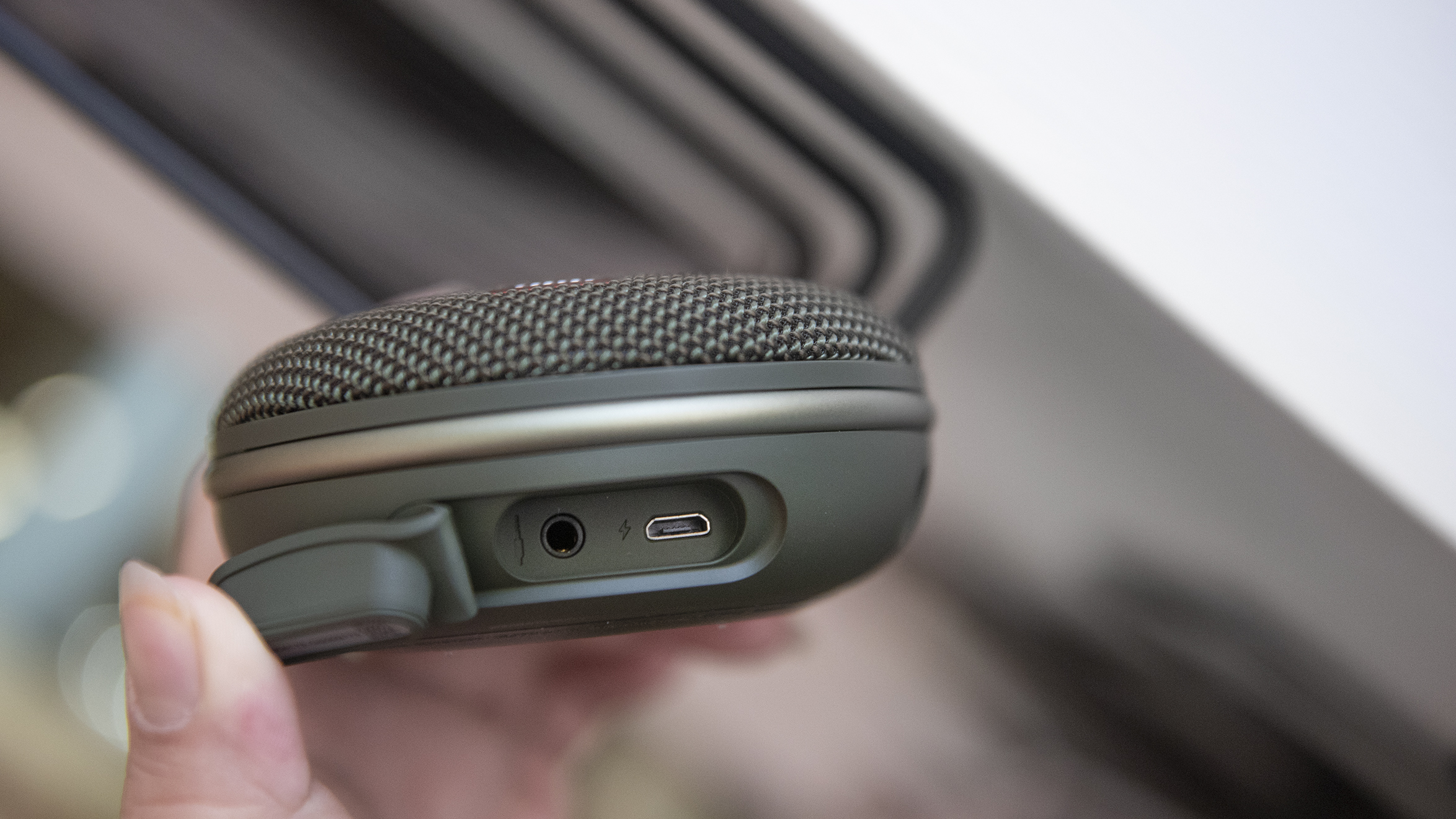 Jbl Clip 3 Review A Better Speaker Than The 2 Pure Gadgets One Function Supported By Thats Been Omitted From Though Is Daisy Chaining If You Want To Enjoy Boosted Sound Pairing Second