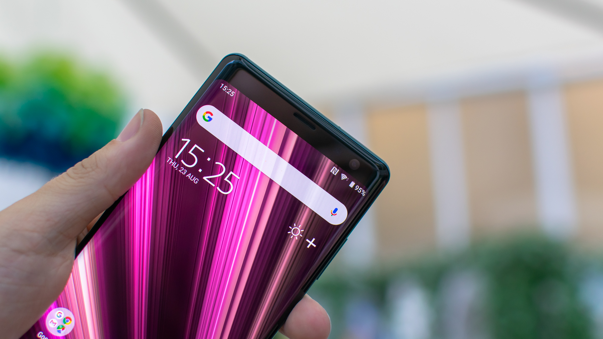 Sony Xperia XZ3 is an expensive treat for your eyes