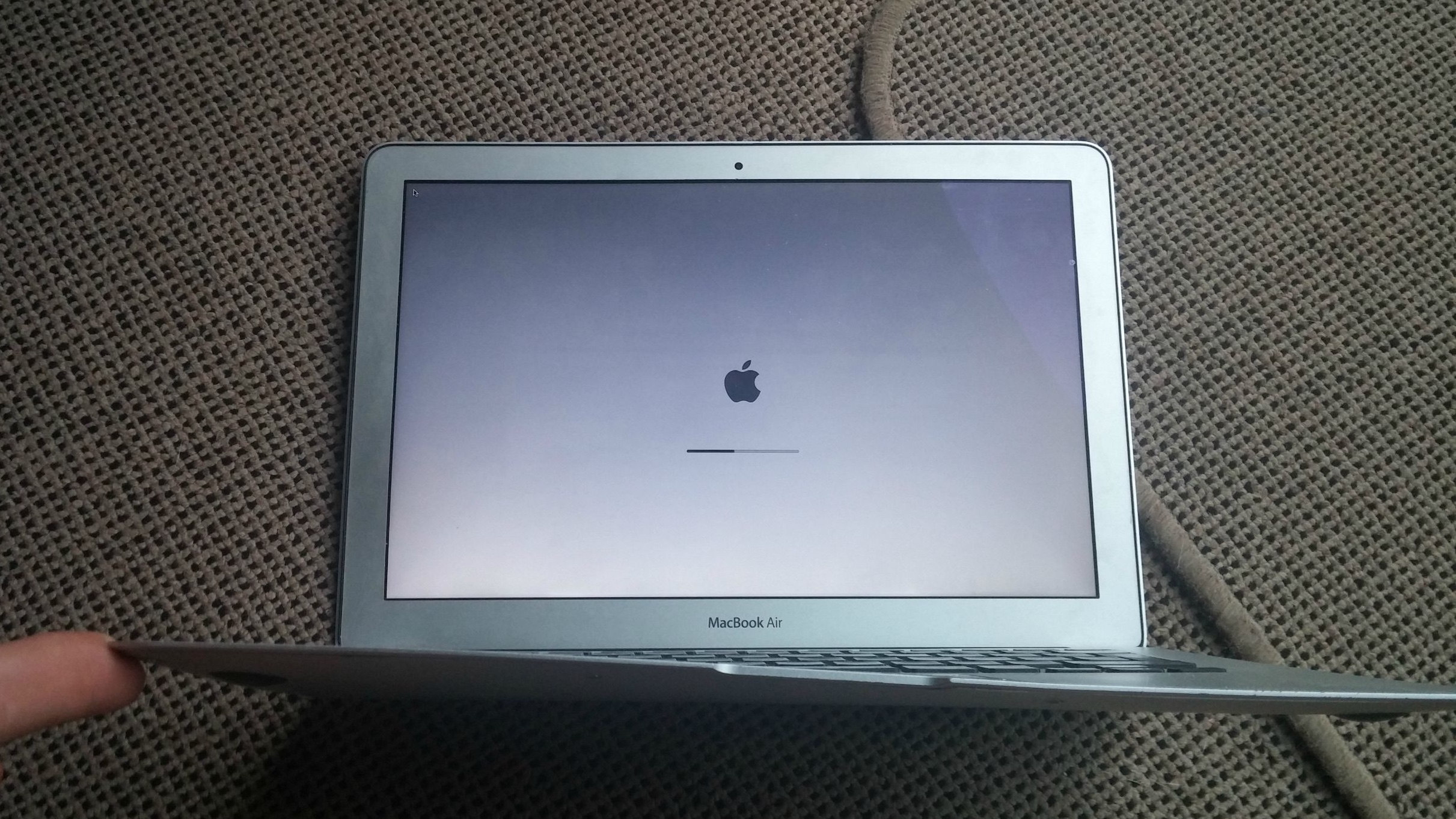 extreme drop test a macbook air fell 1 000ft and survived. Black Bedroom Furniture Sets. Home Design Ideas