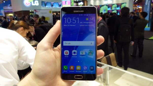 samsung galaxy a5 2016 review hands on with full hd upgrade expert reviews. Black Bedroom Furniture Sets. Home Design Ideas