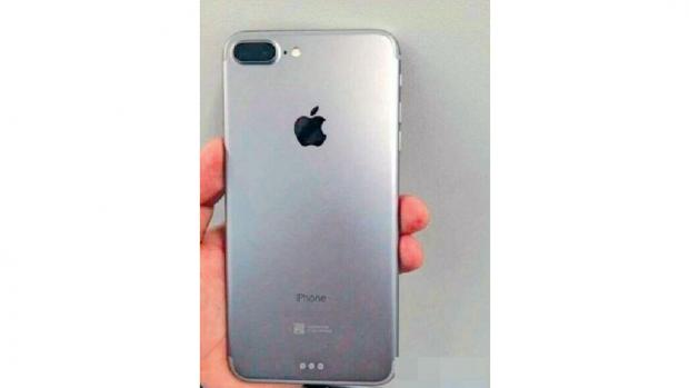 iPhone 7 leaked photo with Smart Connector