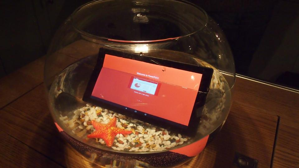 Sony Xperia Z4 Tablet waterproof first look