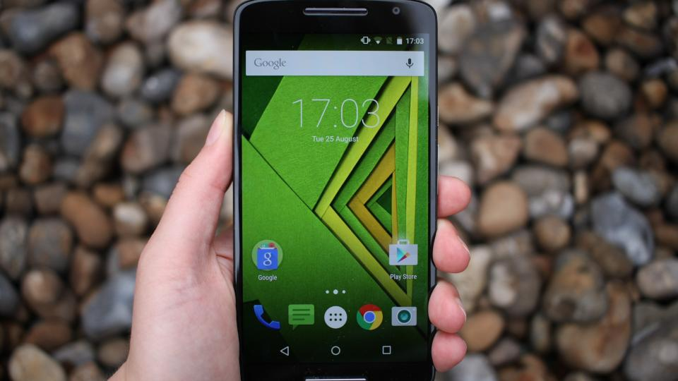 Moto X Play in hand