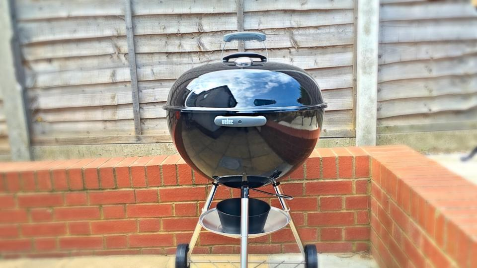 weber original kettle review 57cm the iconic charcoal bbq expert reviews. Black Bedroom Furniture Sets. Home Design Ideas