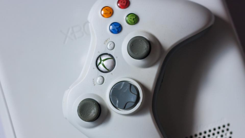 how to connect xbox 360 to laptop to play games