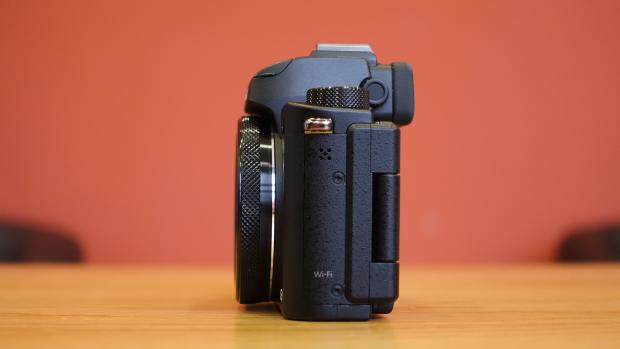 Canon G5 X side