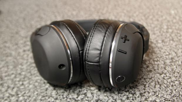 Skullcandy Hesh 2 Wireless buttons