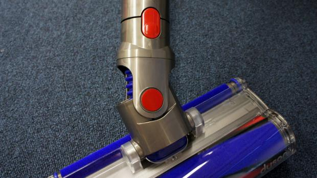how to clean your dyson v8