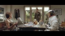 EE advert with Kevin Bacon