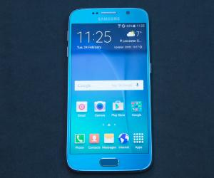 Samsung Galaxy S6 hands on front