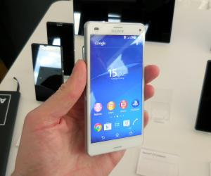 Sony Xperia Z3 Compact three-quarters
