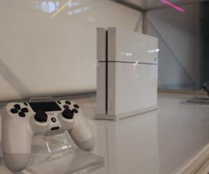 Sony PS4 White 4